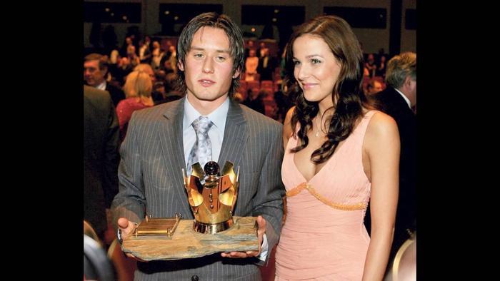 Cựu danh thủ Tomas Rosicky của Arsenal vô cùng may mắn khi cưới được Radka Kocurova, một thí sinh cuộc thi Hoa hậu CH Séc năm 2002. Cô suýt giành ngôi cao nhất tại cuộc thi năm đó và được trao danh hiệu Á hậu 1.