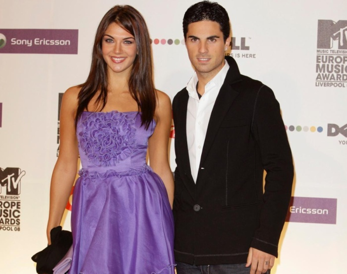 Mikel Arteta, danh thủ nổi tiếng một thời và là trợ lý HLV Manchester United hiện tại từng gây sốt làng bóng đá khi kết hôn với Lorena Bernal, hoa hậu Tây Ban Nha 1999.