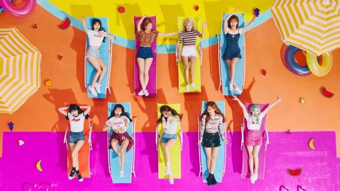 Trước đó đĩa đơn tiếng Nhật Happy Happy của TWICE đã đạt chứng nhận bạch kim chỉ sau 1 tuần ra mắt.