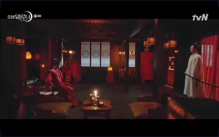 Phim 'Hotel Del Luna' tập 8: Tình cũ của IU hóa ra lại là kẻ thù ngàn năm, Yeo Jin Goo bị bỏ rơi vì khách sạn bị dời đi?