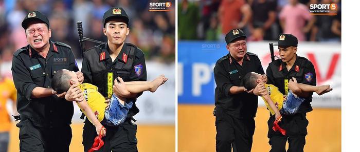 Chiến sĩ cảnh sát nén đau để fan nhí cắn vào tay giữ tính mạng. (Ảnh:Sport5)