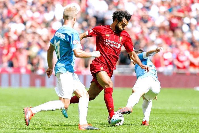 Bước sang hiệp 2, hai đội tiếp tục có những pha ăn miếng trả miếng. Thế nhưng, cả hai hàng công của Man City và Liverpool tỏ ra khá vô duyên.