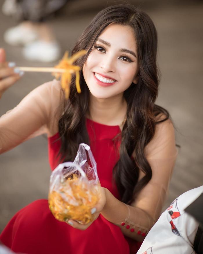 Là một Hoa hậu thế nhưng sở thích ăn uống của Tiểu Vy lại rất đỗi bình dân