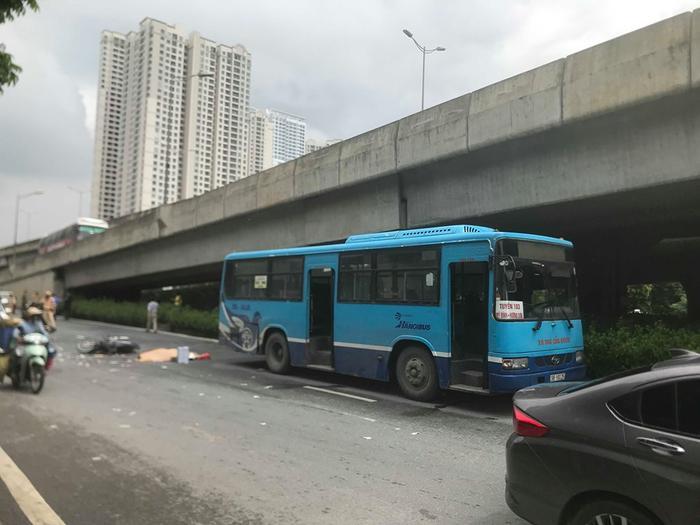Sự việc xảy ra khoảng 10h sáng trên đường Khuất Duy Tiến, quận Thanh Xuân, Hà Nội.