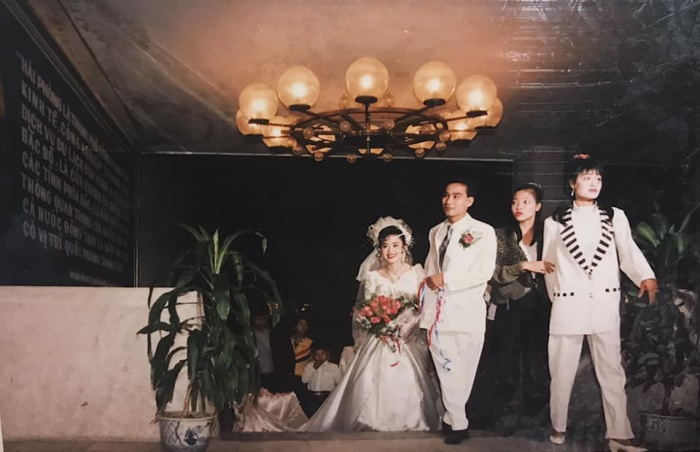 Lên mạng khoe ảnh đám cưới siêu hoành tráng của bố mẹ ngày xưa, gái xinh bất ngờ gây sốt vì đẹp chuẩn tiểu thư nhà giàu