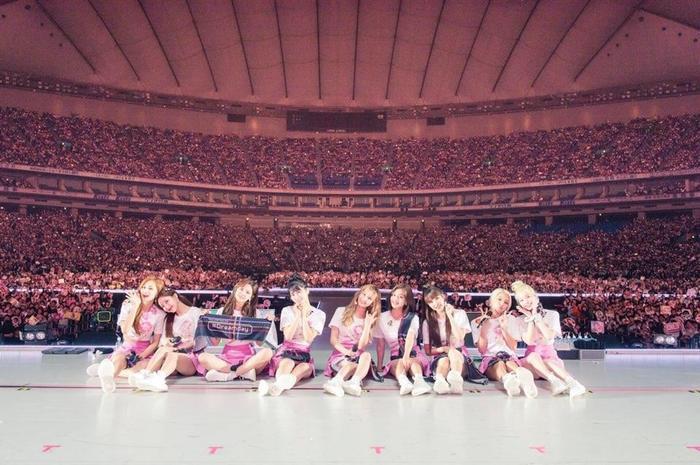 Điểm tên 6 nhóm nhạc có tour diễn kiếm bộn tiền nhất K-Pop ảnh 1