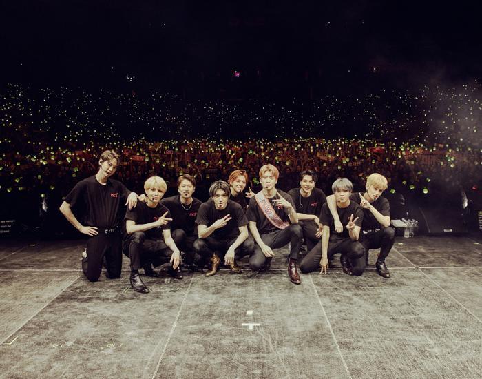 Điểm tên 6 nhóm nhạc có tour diễn kiếm bộn tiền nhất K-Pop ảnh 2