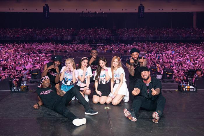 Điểm tên 6 nhóm nhạc có tour diễn kiếm bộn tiền nhất K-Pop ảnh 5