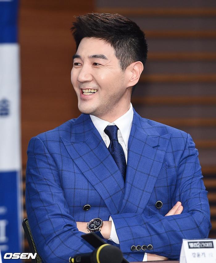 Họp báo Welcome 2 Life: Bi Rain tình tứ dìu tay và ôm eo Lim Ji Yeon, Kwak Si Yang bảnh trai ảnh 9