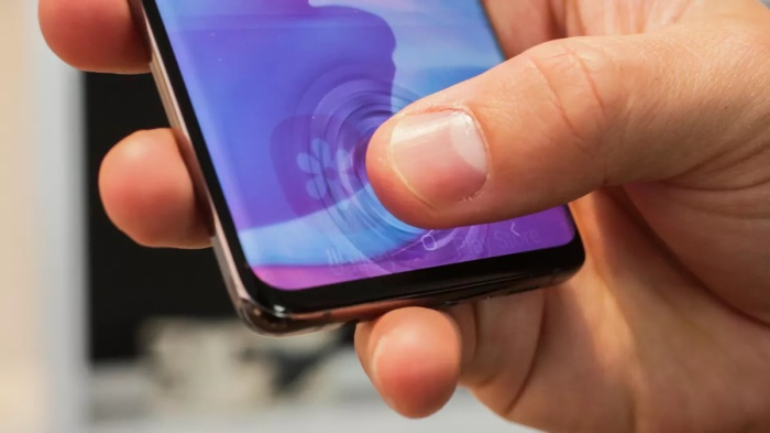 Galaxy S10 là một trong những dòng điện thoại đầu tiên trang bị cảm biến vân tay siêu âm 3D. (Ảnh: Cnet)