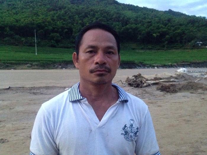 Ông Lương Văn Mương xót xa khi kể về trận lũ vừa qua.