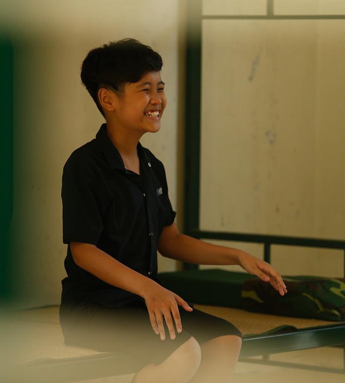 Trước đó Trịnh Nhật Minh cười nhí nhố khi nhận phòng