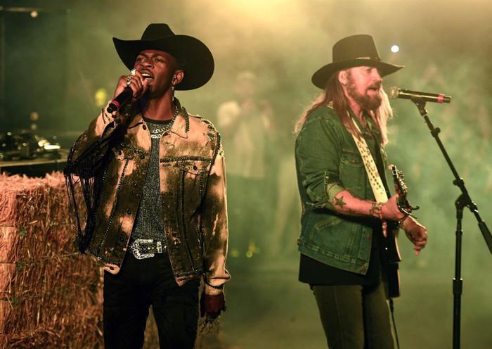 Old Town Road chính thức có tuần thứ 18 #1 Billboard Hot 100.