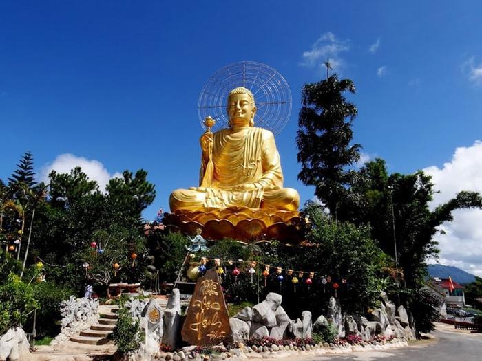 Thiền Viện Vạn Hạnh là một trong những điểm tham quan nổi tiếng ở Đà Lạt. (Ảnh: dulichdalat)