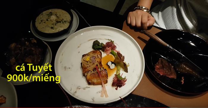 Những món ăn sơ sơ có giá từ vài trăm nghìn đến hàng triệu đồng.