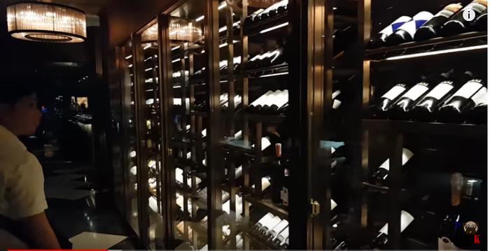 Mỗi chai rượu có giá từ 12 triệu đến 120 triệu.