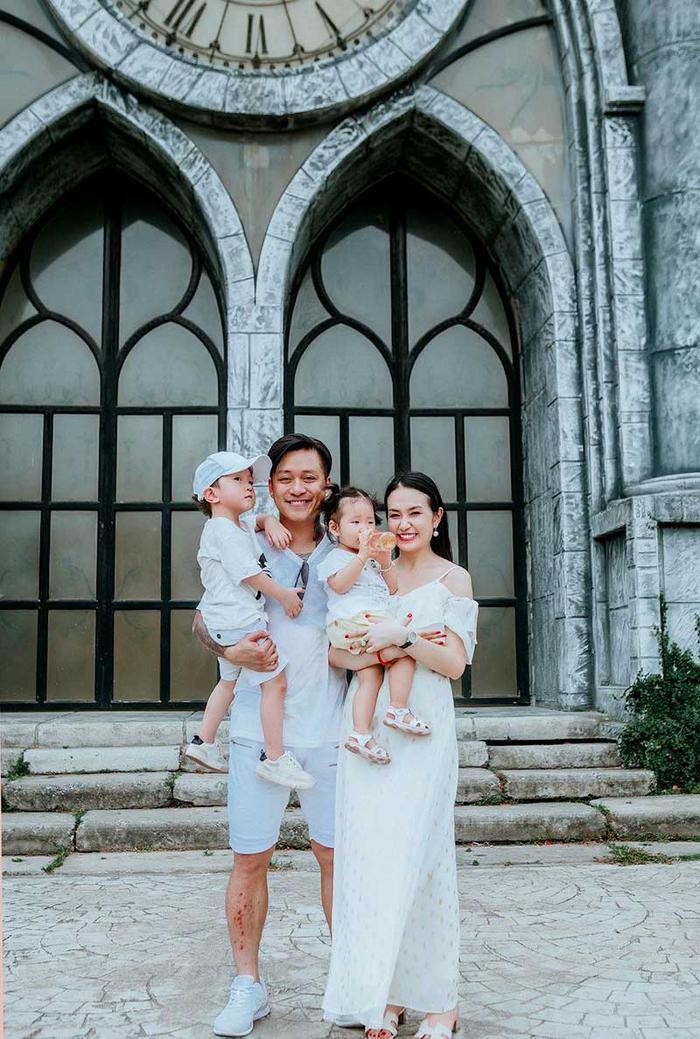 Ca sĩ Tuấn Hưng xúc động chia sẻ ảnh vợ và con trai mới sinh ảnh 2