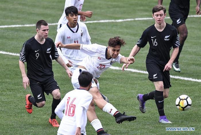 Achitpol Keereerom gây sốt với 2 bàn thắng vào lười Trung Quốc và New Zealand tại giải Panda Cup.