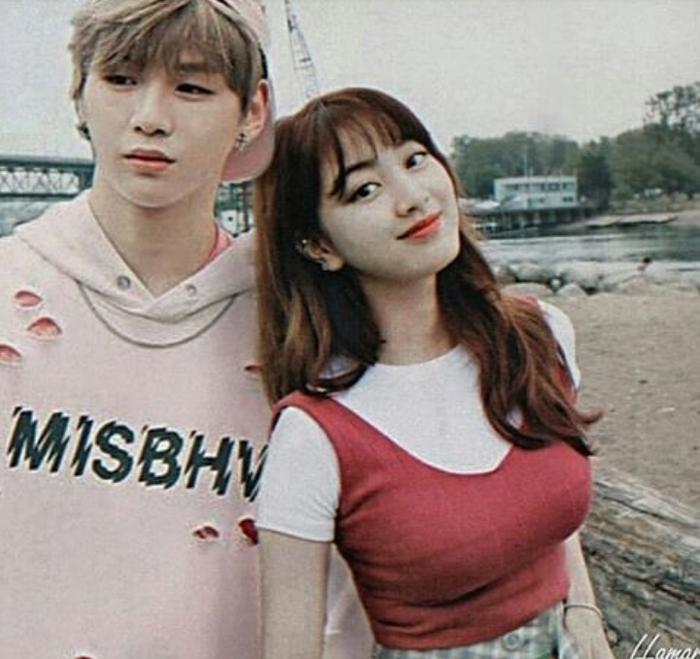 Kang Daniel và Jihyo đi biển cùng nhau.