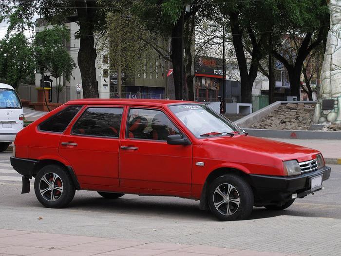 Ngay từ khi còn là du học sinh tại Nga,tỷ phú Phạm Nhật Vượng đã sớm sắm cho mình một chiếc ô tô mang thương hiệu Lada.