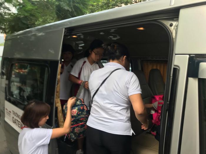 Dịch vụ xe đưa đón học sinh diễn ra khá phổ biến hiện nay