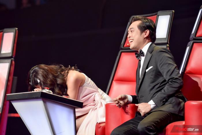 Thậm chí cả hai còn thích thú trong việc chặt chém nhau trên ghế nóng để tạo nên sự thú vị cho chương trình.