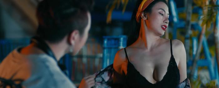 Sau Em gái mưa, đến lượt Người lạ ơi có phim điện ảnh: Thùy Anh câu dẫn Karik động phòng, Trương Thế Vinh đóng phản diện sau drama với shop thời trang ảnh 2