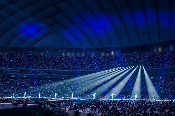 Người hâm mộ luôn theo dõi, ủng hộ mọi việc làm của Twice. Chính vì thế truyền thông Hàn Quốc đã khen ngợi người hâm mộ của Twice về cách ứng xử trước tâm bão.