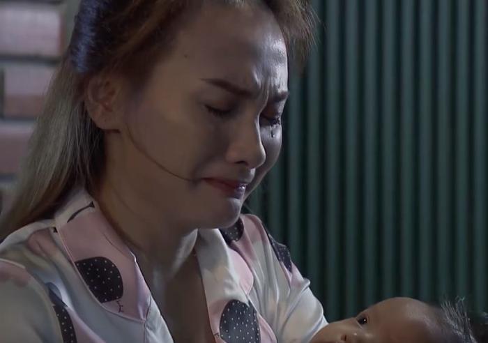 … khi thấy Thư khóc vì lo cho bố.