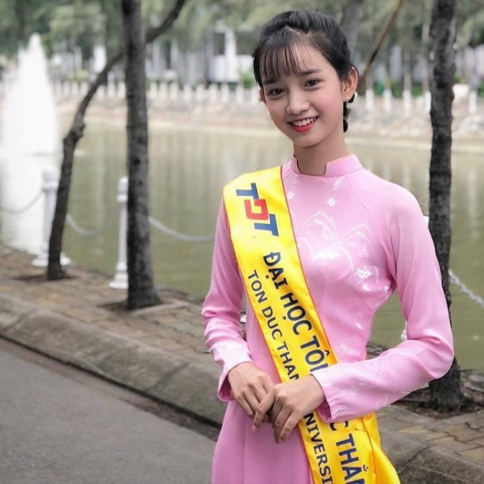 Nữ sinh Nguyễn Thị Ánh Nguyệt có nét mặt hao hao nữ diễn viên Nhã Phương.