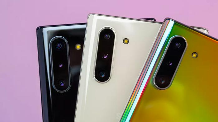 Note10 và Note10 Plus sẽ có ba phiên bản màu máy tiêu chuẩn là Aura White (trắng), Aura Black (đen) và Aura Glow (màu chuyển sắc cầu vồng).