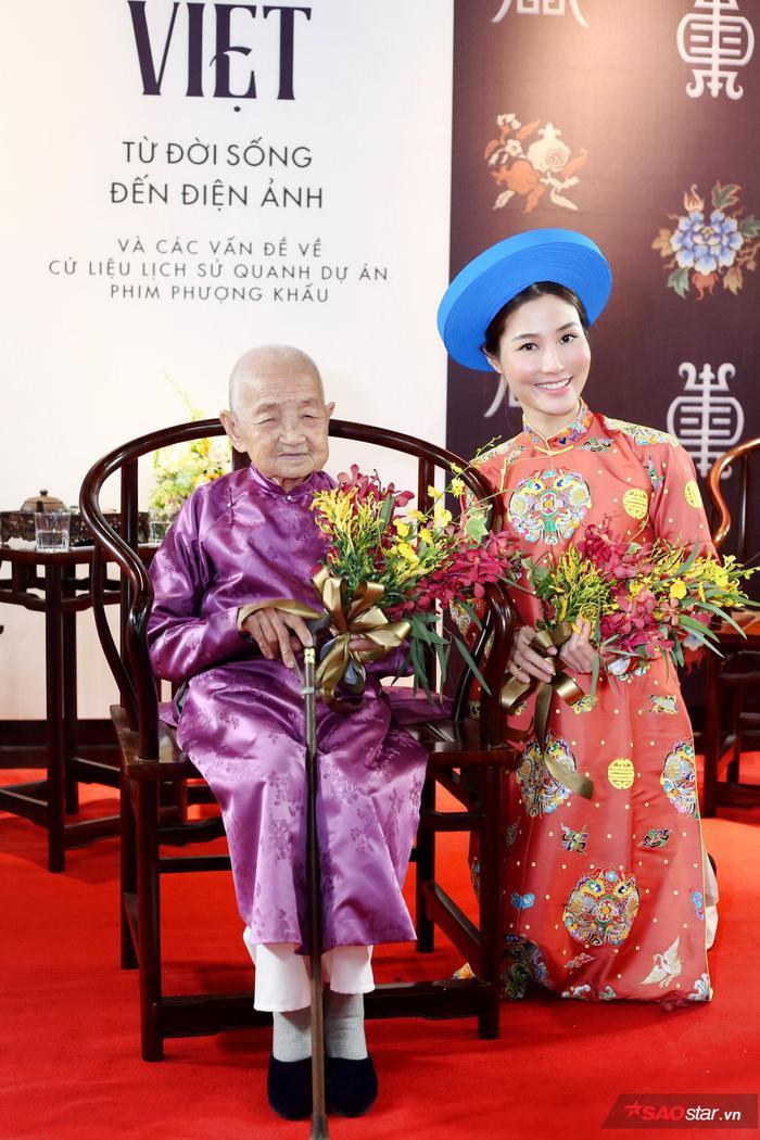 Diễm My xuất hiện bênMệ Công Tôn Nữ Trí Huệ,chắt nội của Thánh Tổ Nhân Hoàng đế Minh Mạng.
