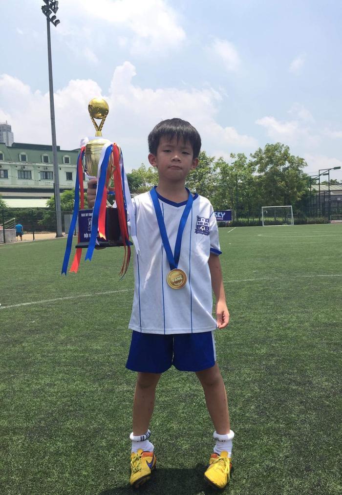 Cậu bé Phạm Hoàng Sơn đã có chuyến đi nhớ đời tự tìm đường về nhà khi 10 tuổi.