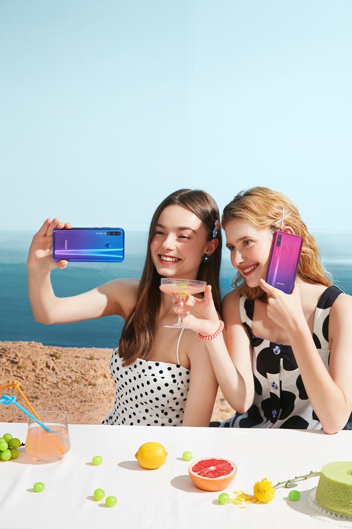 Millennial chụp hình có khác biệt gì so với Gen Z không?