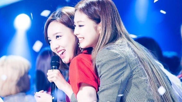 Khoảnh khắc ngọt ngào của Nayeon và Jennie.