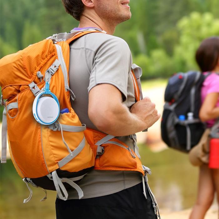 Ngoài điện thoại di động, một chiếc loa di động là vật bất ly thân ngày nay của giới trẻ.