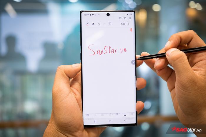 Người dùng cũng có thể sử dụng bút S-Pen để viết tay trên Note10 và chuyển chữ viết tay thành văn bản một cách nhanh chóng.