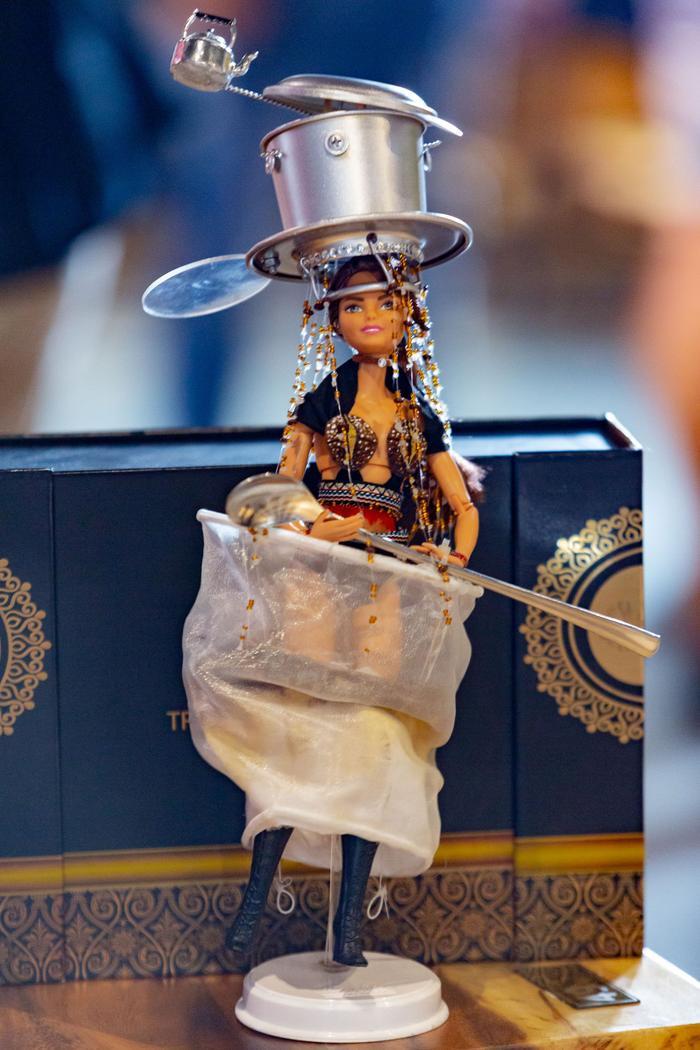 HHen Niê muốn Hoàng Thùy giật giải National Costume Miss Universe: Đã thi là phải thắng! ảnh 3