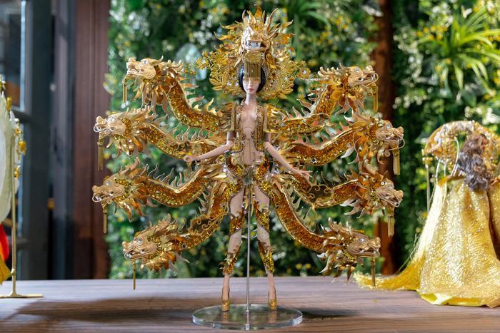 HHen Niê muốn Hoàng Thùy giật giải National Costume Miss Universe: Đã thi là phải thắng! ảnh 8