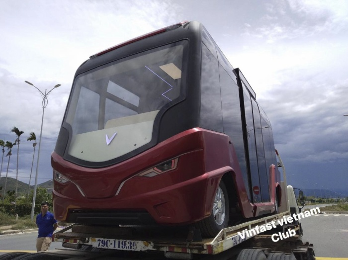 Chiếc xe buýt này có thiết kế khá lạ, khác xa với các loại xe buýt đang được sử dụng để di chuyển tại Việt Nam hiện nay.(Ảnh: VinFast Vietnam Club)