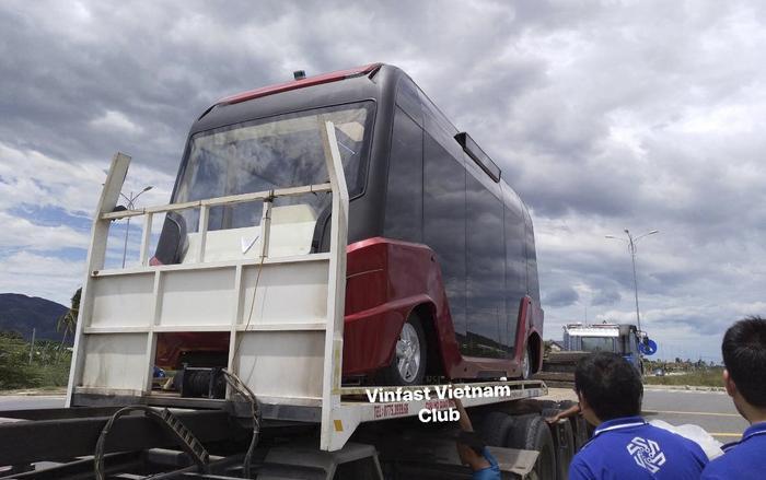 Chiếc xe buýt này có logo chữ V đặc trưng của VinFast, biểu tượng từng xuất hiện trên các sản phẩm khác của công ty như VinFast LuxA2.0, VinFast LuxSA2.0, VinFast Fadil,… (Ảnh: VinFast Vietnam Club)