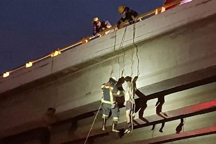 Các xác chết được treo trên cầu ởLa Paz, Los Cabos. Ảnh:Mexiconewsdaily