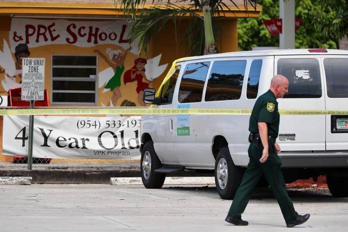 Chiếc xe đưa đón học sinh mẫu giáo của trườngCeressa.