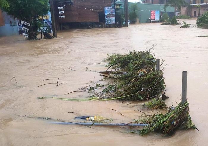 Đây là trận ngập lụt lịch sử tại đảo du lịch nổi tiếng này. Ảnh: Zing.vn