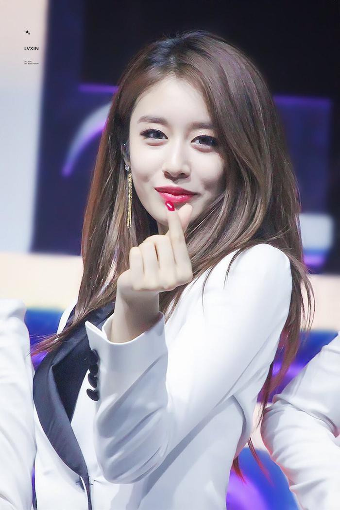 HLV vũ đạo bình chọn Kpop idol nhảy giỏi nhất: Hai cái tên đại diện được nhắc đến là? ảnh 1