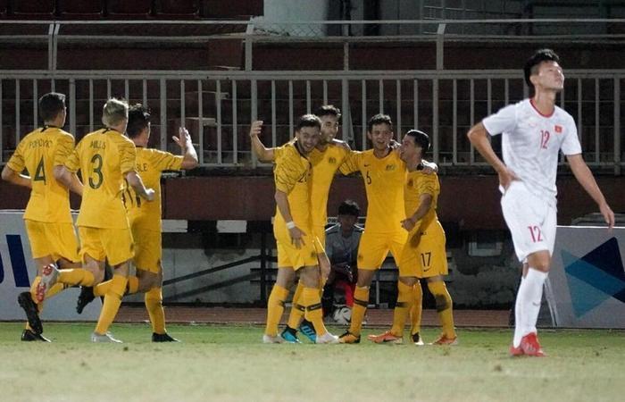 U18 Việt Nam bị Australia ghi liền 3 bàn chỉ trong 30 phút.