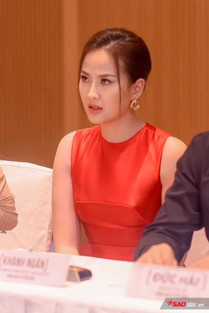 Khánh Ngân rạng rỡ và đầy tập trung trong buổi casting.