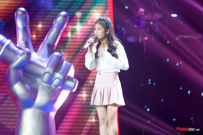 Kim Anh: Cô bé xinh như thiên thần khiến 6 vị HLV The Voice Kids bấm nút chọn ngay phút 89 ảnh 3