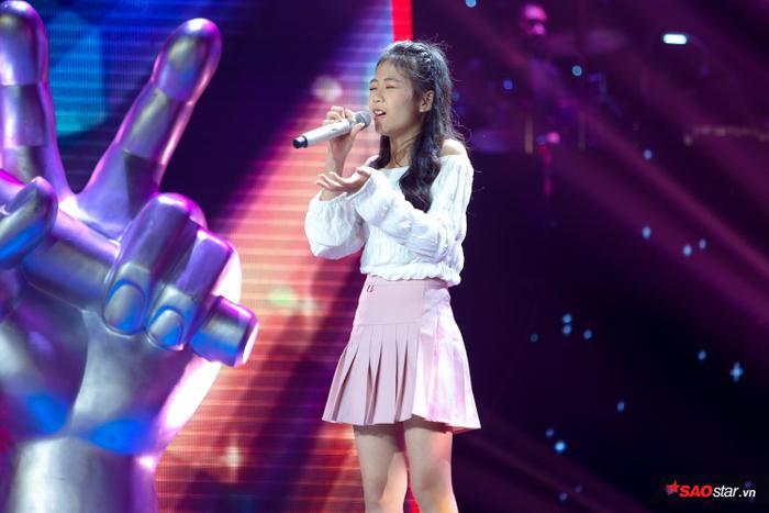 Kim Anh: Cô bé xinh như thiên thần khiến 6 vị HLV The Voice Kids bấm nút chọn ngay phút 89 ảnh 2