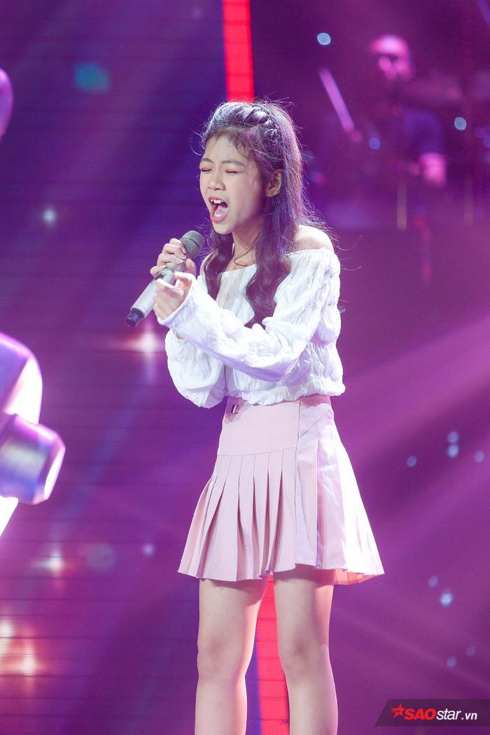 Kim Anh: Cô bé xinh như thiên thần khiến 6 vị HLV The Voice Kids bấm nút chọn ngay phút 89 ảnh 1